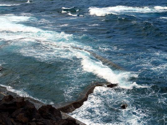 Naturschwimmbecken La Maceta bei Hochwasser