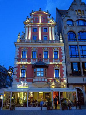 Restauracja Pod Zlotym Psem, Nordostecke des Rynek