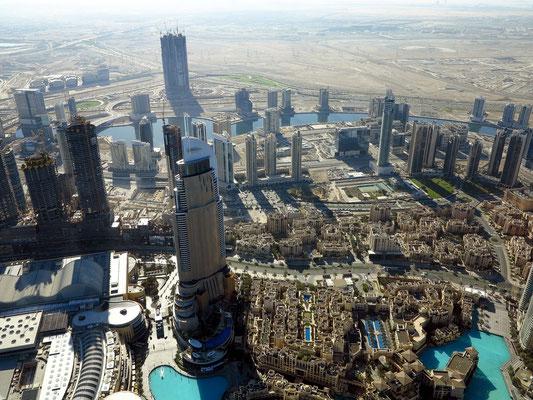 Blick nach O zur Downtown Dubai, links vorne die Dubai Mall