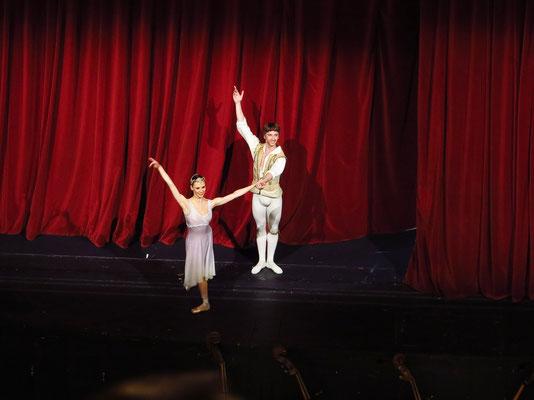 """Applaus nach der Vorstellung des Balletts """"Le Corsaire"""", Solotänzer Liudmila Konovalova und Vadim Muntagirov"""
