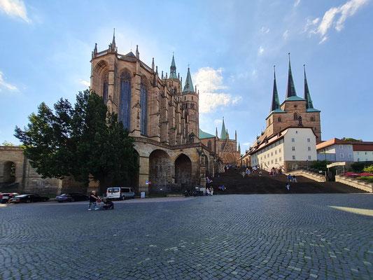 Erfurt, Domplatz mit Ensemble des Doms (links) und Katholischer Kirche Sankt Severi
