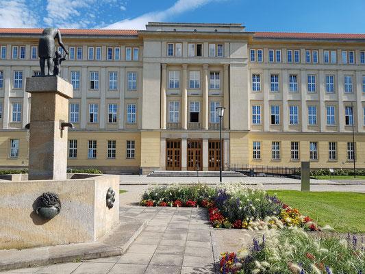 Rathaus und Stadtverwaltung