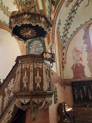 Kanzel der Johanneskirche, rechts ehemaliger Hauptaltar