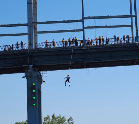 Parkovyi Bridge, Bunjee jumping