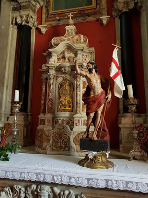 Altar in der katholischen Kirche Sv. Nikola
