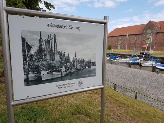 Alte Hafenansicht von Tönning, im Hintergrund das Packhaus