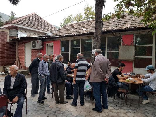 Männer beim Spiel (beim Bəxtiyar Vahabzadə Parkı)