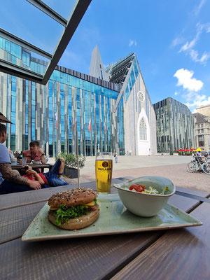 Universität mit Paulinum des Architekten Erick van Egeraat, Blick vom Burgerrestaurant Hans im Glück