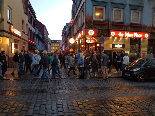 Blick von der Davidstraße in die Herbertstraße. Die Herbertstraße wird seit dem 19. Jahrhundert zur Prostitution genutzt.