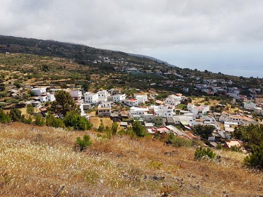 Blick vom Mirador de Tanajara auf die Häuser von Taibique