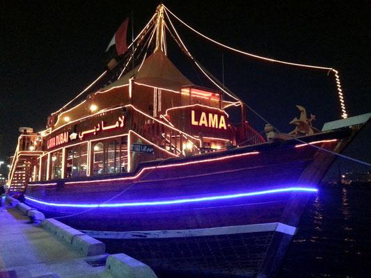 Dhau mit Restaurant am Deira Creek