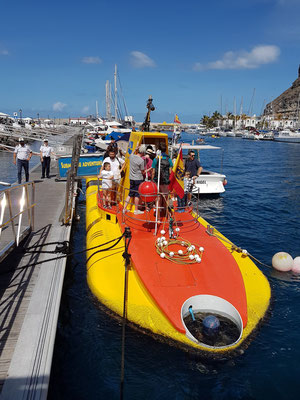 "Einstieg in das U-Boot ""Yellow Submarine"""