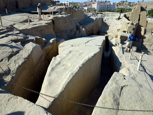 Spitze des Unvollendeten Obelisken, 4,2 m breit und 42 m lang. Er wäre 1168 Tonnen schwer geworden (Blick nach Westen).