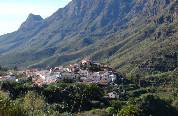 Fataga oberhalb der gleichnamigen Schlucht mit weißgekalkten Häusern und verwinkelten Gassen