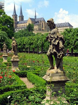 St. Michael (ehem. Kloster) vom Rosengarten der Neuen Residenz