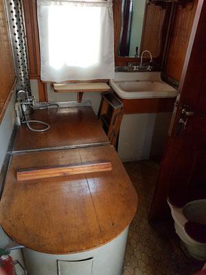 Stalins Eisenbahnwaggon, Bad, Waschbecken und Toilette