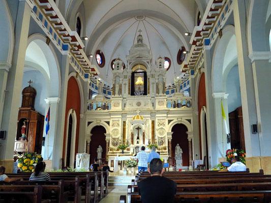 Kirchenschiff und Altar der Wallfahrtskirche