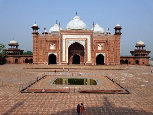 Grabmoschee westlich vom Taj Mahal