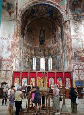 Kathedrale der Geburt der seligen Jungfrau Maria, Kirchenschiff nach Osten