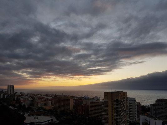 Blick vom Mirador La Paz auf Puerto de la Cruz