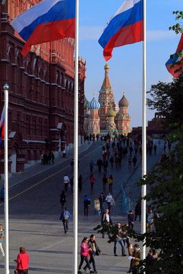 Durchblick zwischen Kreml und Historischem Museum zur Basilius-Kathedrale