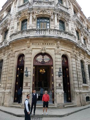 Hotel Raquel, Eingang