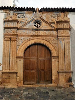 Pájara, Iglesia de Nuestra Señora de Regla, Barockes Eingangsportal mit mexikanisch-aztekischen Elementen