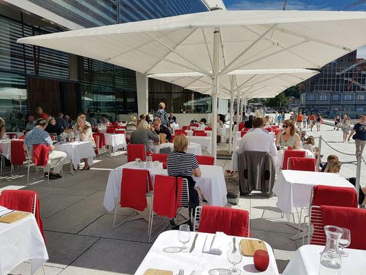 Im Terrassenrestaurant der Oper