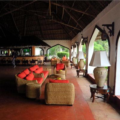 Zanzibar Beach Resort, Sitzgruppe und Bar in der Lobby