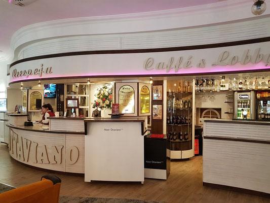 Hotel Ottaviano in der Stadtmitte von Świnoujście (Swinemünde), Rezeption und Bar