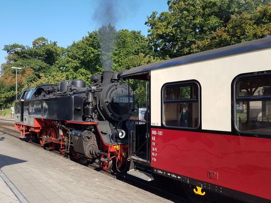 Dampflok 99 2324-4 mit Personenwaggon