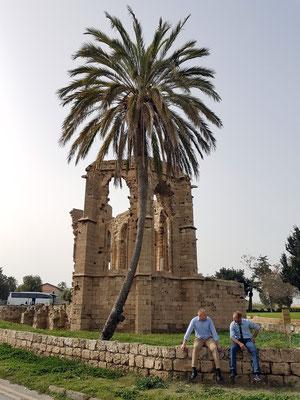 Latinlerin St. George Kilisesi, Kirchenruine aus dem späten 13. bis frühen 14. Jahrhundert