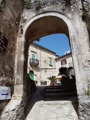 In den Gassen der Altstadt von Vico del Gargano