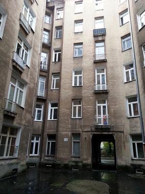 Hinterhof aus sozialistischer Zeit in der Ulica Sienna