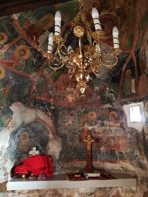 Die Fresken sind auf den natürlichen Stein aufgetragen.