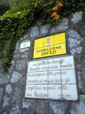 Fondazione Orfeo. Über Wilhelm Kempff, Pianist, Komponist, Lehrer. Großartige Musik und magische Klänge umgeben versteckte Ecken seines Positano. (1895-1991)