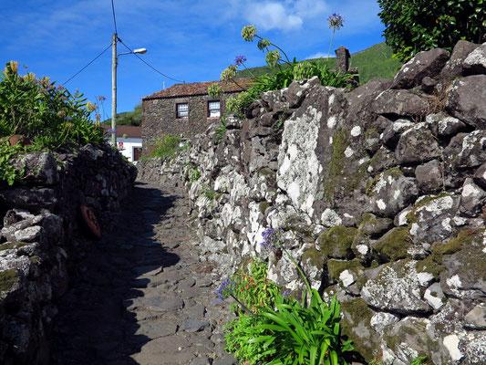 Aldeia da Cuada, Fußweg zu den einzelnen Ferienhäusern