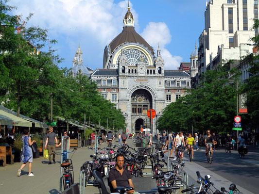 Antwerpen, Hauptbahnhof. Westansicht des Empfangsgebäudes