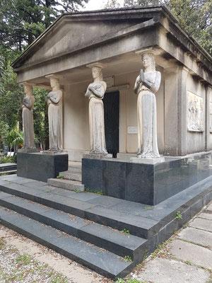 Mausoleum auf dem Friedhof Škaljari in der Kleinstadt Škaljari bei Kotor