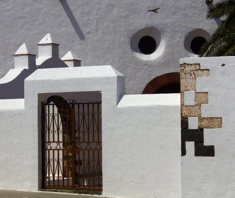 Teguise. Detail des Kirchenkomplexes San Miguel