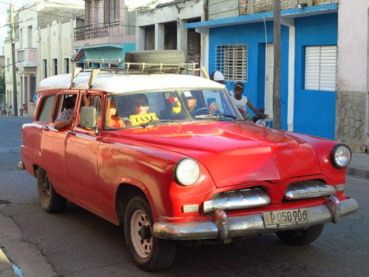 Vollbesetztes Taxi als Verkehrsalternative