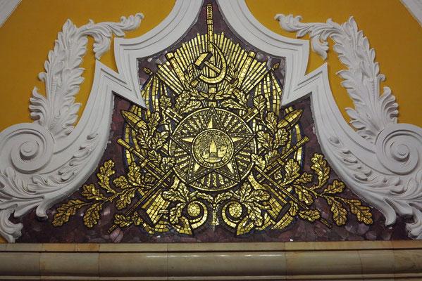 Komsomol'skaja, Mosaiken des Künstlers Pawel Korin, gewidmet den russischen Nationalhelden