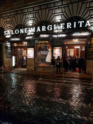 Vor dem Teatro Salone Margherita, Via dei Due Macelli, 75