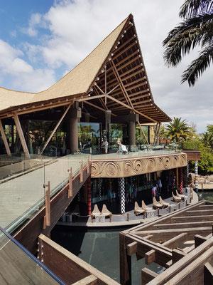 Lopesan Baobab Resort, offene Bar im Gartenbereich