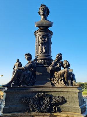 Brühlsche Terrasse, Ernst-Rietschel-Denkmal