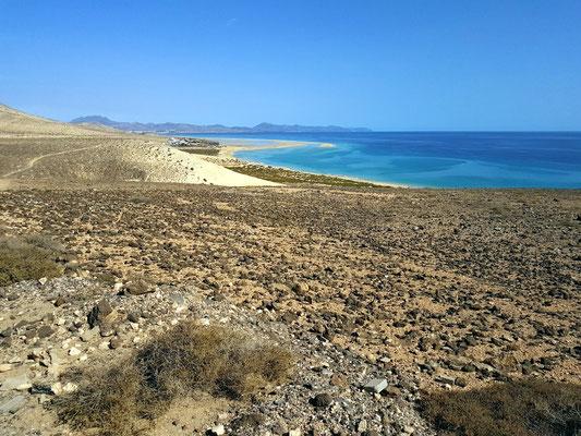 Blick vom Mirador del Salmo auf die Costa Calma