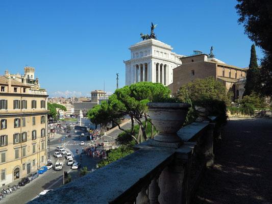 Blick von der Piazzale Caffarelli auf das Nationalmonument Viktor Emanuele II