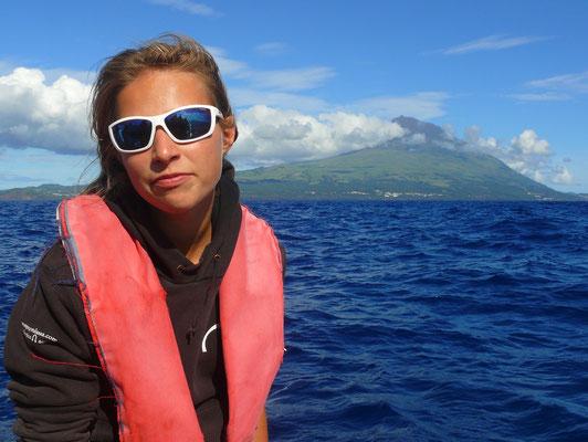 Anna, unsere Reiseführerin von Espaço Talassa für Walbeobachtung