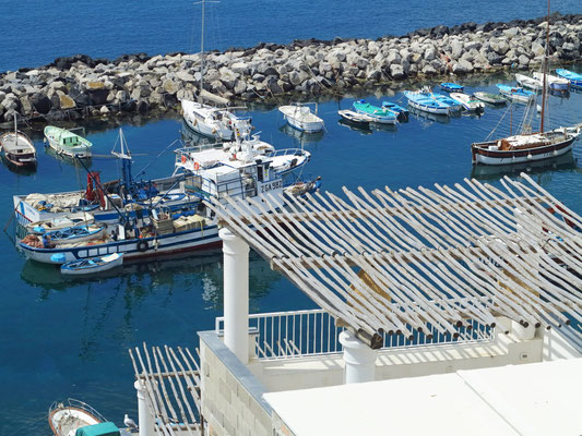Blick auf den Fischerhafen Marina di Corricella