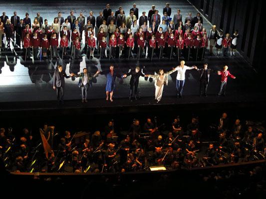 Applaus nach der Aufführung von Tosca